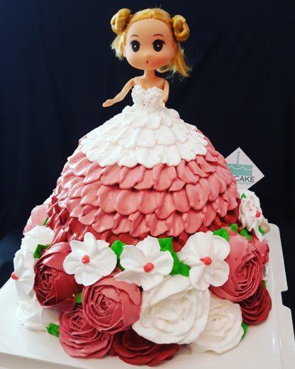 Bánh kem búp bê váy hoa kem