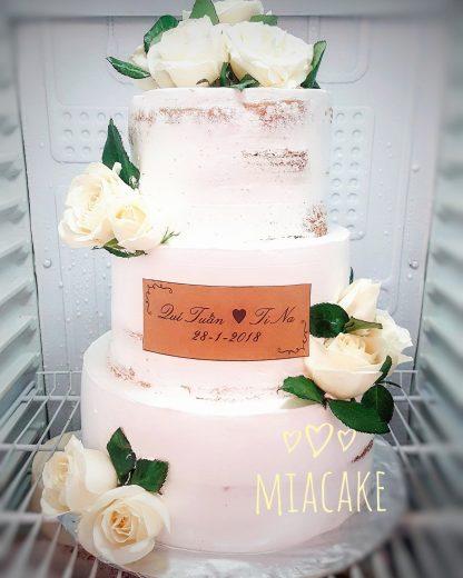 Bánh cưới 3 tầng hoa tươi Vintage