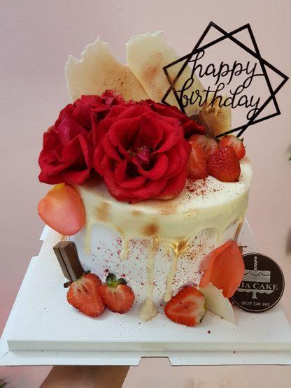 Bánh sinh nhật trang trí hoa hiện đại