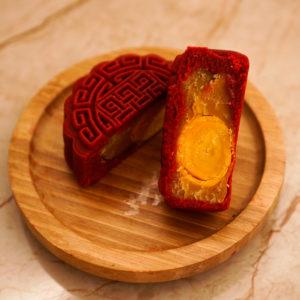 Bánh Trung Thu Vỏ Red Velvet nhân Sầu Riêng Trứng Muối